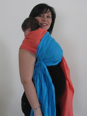 Θέση μωρού για ρέψιμο στον ώμο, με μάρσιπο sling