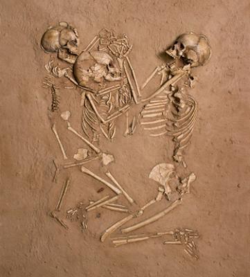 Timeline of Evolution Green+Sahara+burial-mother+with+two+children-skeletons+holding+hands