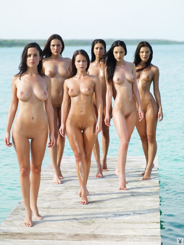 hot naked girls in vacances on the beach