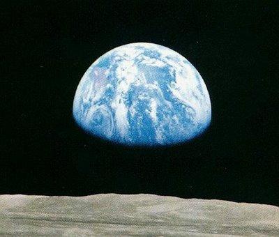 صور الأحداث التاريخية التي تغير العالم Earthrise