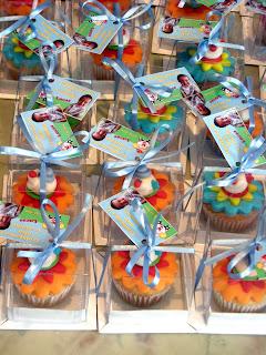 Circo e palhacinho: mini cupcakes na caixinha para lembrancinha e decoração