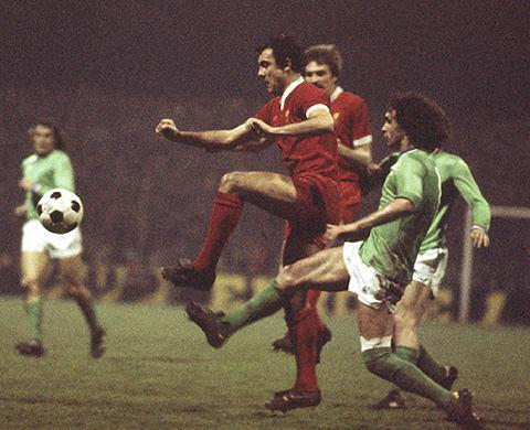 football retro 1976 1977 fc liverpool as saint etienne 0 1 3 1. Black Bedroom Furniture Sets. Home Design Ideas