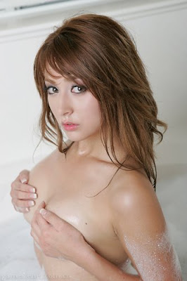 Leah Dizon Nude Pictures - Sexy and Hot