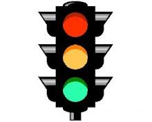 ciclista,respeta el  semaforo en ROJO