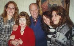 Con su esposa, hijas y nieta