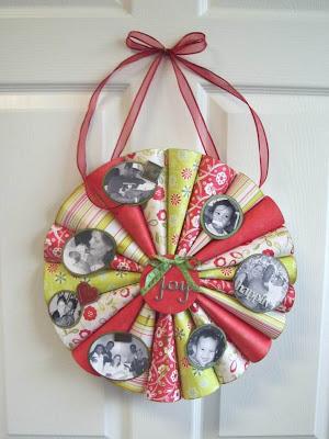 finished photo wreath Gyerekekkel könnyedén elkészíthető Karácsonyi koszorúk