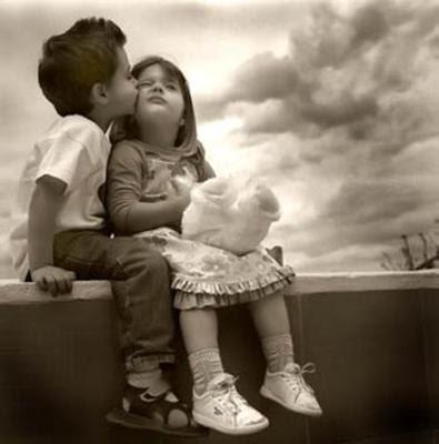 http://3.bp.blogspot.com/_OGLToGTOX48/S9Wm4rF9UKI/AAAAAAAACCs/qHLSGu12Dbc/s400/kids-in-love.jpg