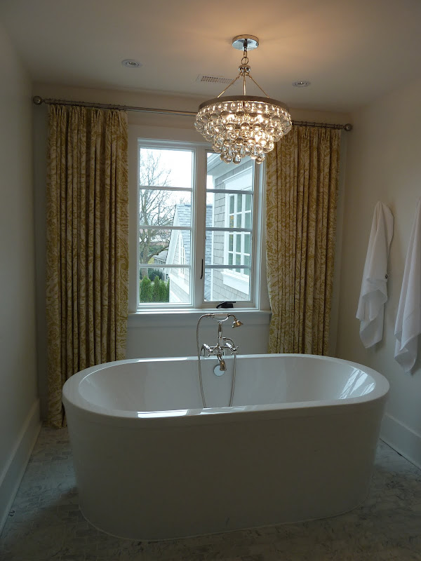 And I want this freestanding bathtub. title=