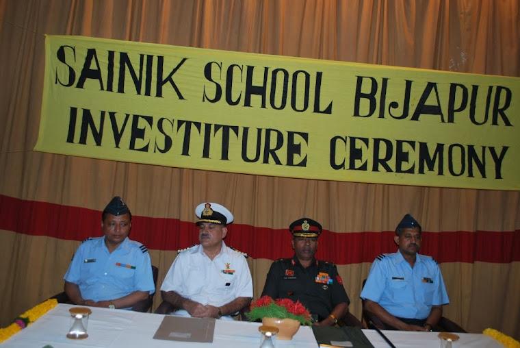 On the Stage-(left to right) Registrar Wg Cdr TN Shakspo, Principal Captain (IN)Jatinder Kumar,Ajee