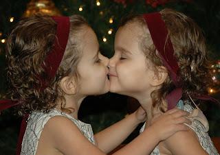 Twin girls kiss — img 6