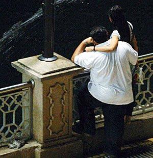 Aksi Melayu buat Maksiat Depan Masjid