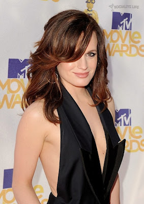 MTV  Movie Awards 2010 - Página 7 Gallery_main-elizabeth-reaser-mtv-movie-awards-photos-06062010-05