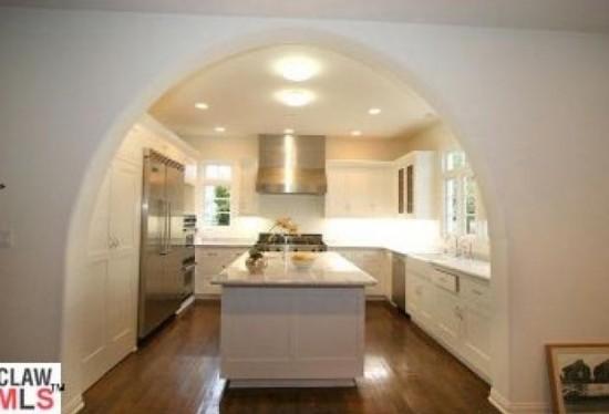 Interiors interior design of spectacular spanish style for Spanish style kitchen design