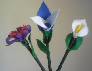 Bolígrafo forrado y convertido en una flor
