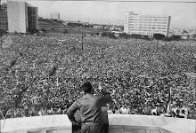 Fidel fazendo um discurso para o povo de Cuba