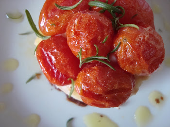 Tartina de tomates cherry