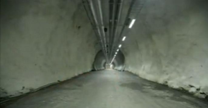 Terowongan Sejauh 98 meter  Menembus Gunung Menuju Tempat  Penyimpanan Bibit