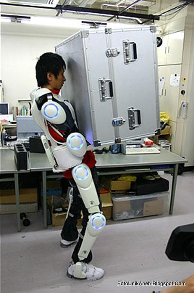 Baju Robot Ini Bisa Membantu Manunisa Mengangkat Beban Berat Tanpa  Harus Mengeluarkan Tenaga