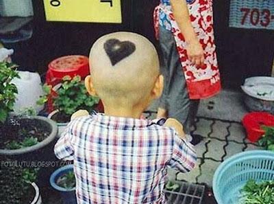 Sang Bocah Pecinta, Ada Tanda Cinta Di Kepalanya, Gaya Cukur Rambut Yang Aneh