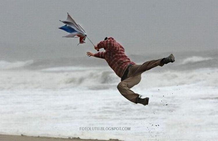 Payung Memang Hanya Untuk Hujan