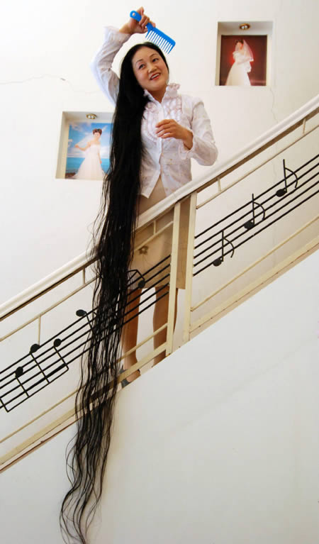 Wanita Dengan Rambut Terpanjang Di Dunia