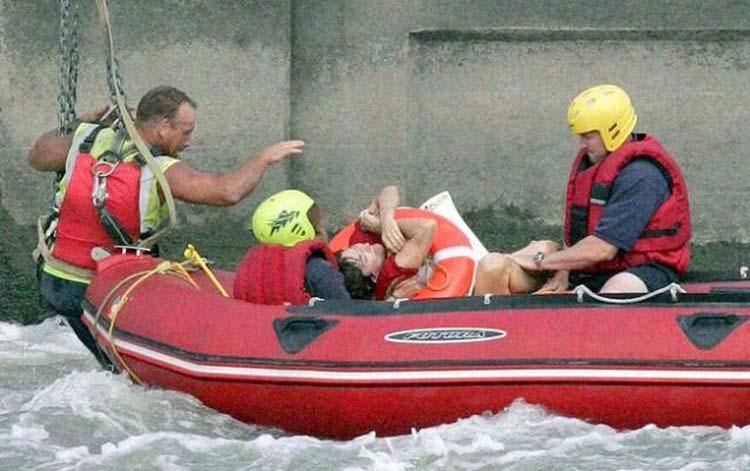 Wanita Yang Tenggelam Berhasil Diselamatkan