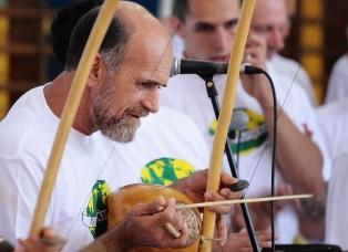 Mestre Camisa, o homem que dedicou a vida à Capoeira  José Tadeu Carneiro Cardoso - Mestre Camisa -