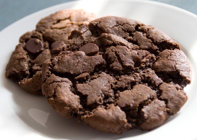 un petit oiseau: Chocolate Chocolate Chip Cookies {vegan/gluten-free}