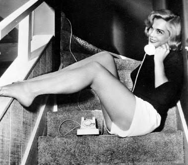Lizbeth Scott had a raspy smoker's voice and nicely turned legs.