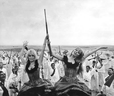 BB and the lovely Jeanne Moreau in Viva Maria from 1965. Silly movie, but great gun girls.
