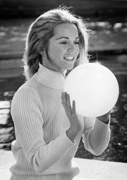 Tuesday Weld really gets into her ball.
