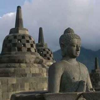 Dua candi ini adalah peninggalan Hindu-Budha di Indonesia. Candi