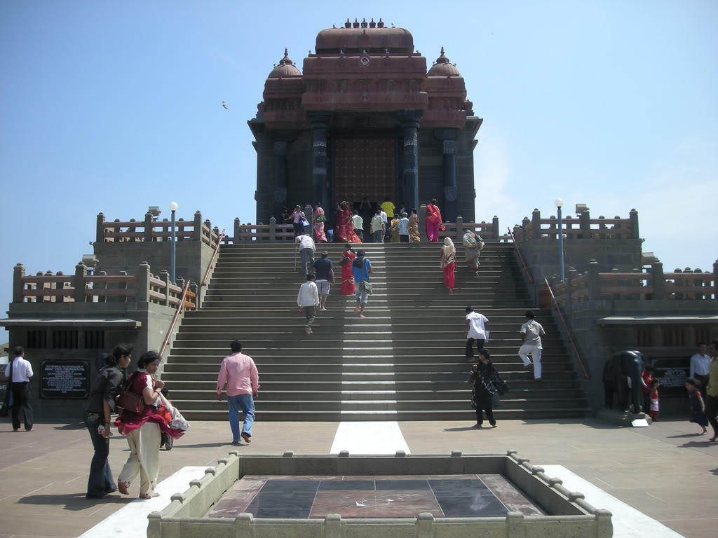 http://3.bp.blogspot.com/_OTLWHUxsXVQ/S-QPEb-TuFI/AAAAAAAACck/2ohSA15G84I/s1600/Vivekananda+Rock+Memorial+and+Thiruvalluvar+Statue,+Kanyakumari,+Tamil+Nadu3.jpg
