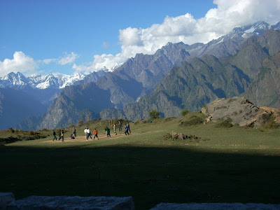 Tourist Playing @ Auli