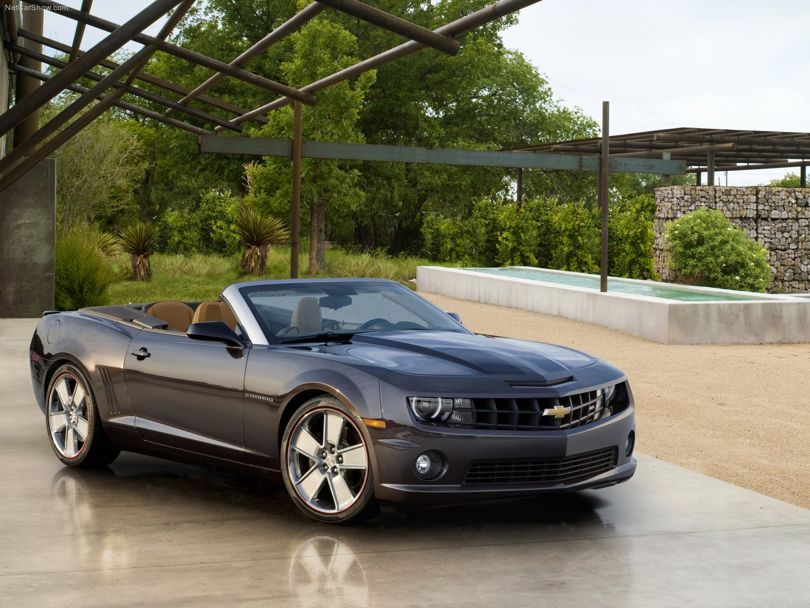 http://3.bp.blogspot.com/_OWAbzfVagFo/TKy1achzMaI/AAAAAAAAKvI/TgiXLrAz1YI/s1600/Chevrolet-Camaro_Convertible_Neiman_Marcus_2011_1600x1200_wallpaper_01.jpg