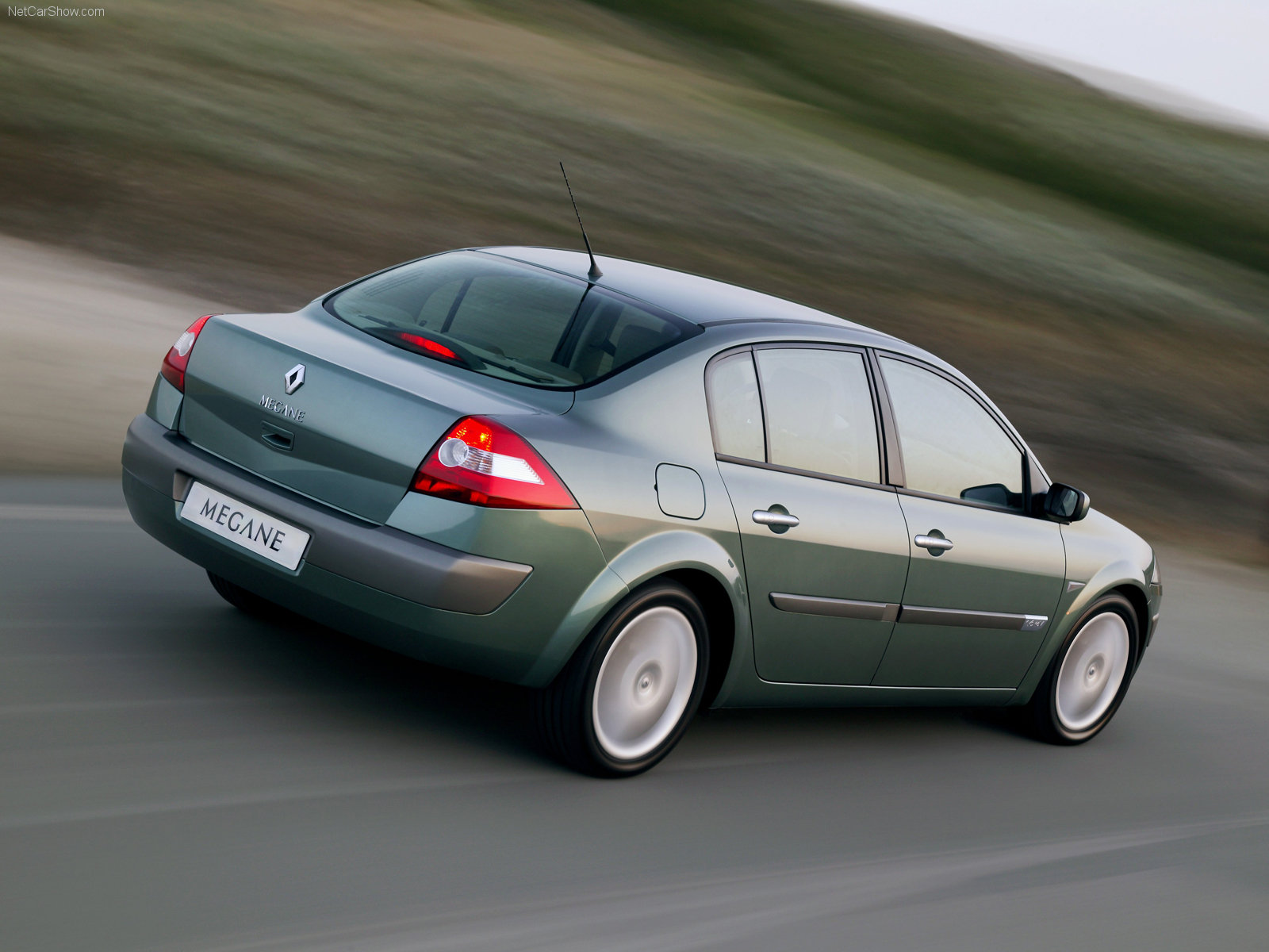 http://3.bp.blogspot.com/_OWAbzfVagFo/TNg0ZkL-mOI/AAAAAAAALP8/oyxnqkwNxRU/s1600/Renault-Megane_II_Saloon_2003_1600x1200_wallpaper_08.jpg