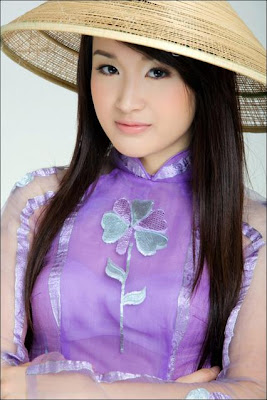 Pe Tin in Ao Dai pictures