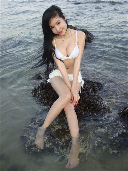 elly tran ha in bikini latest photos