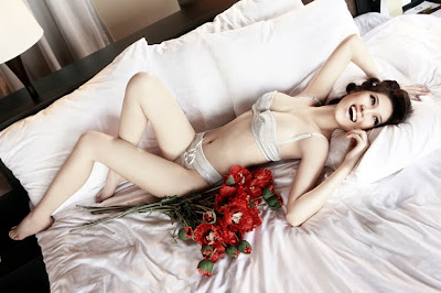 vietnamese model Thu Hang