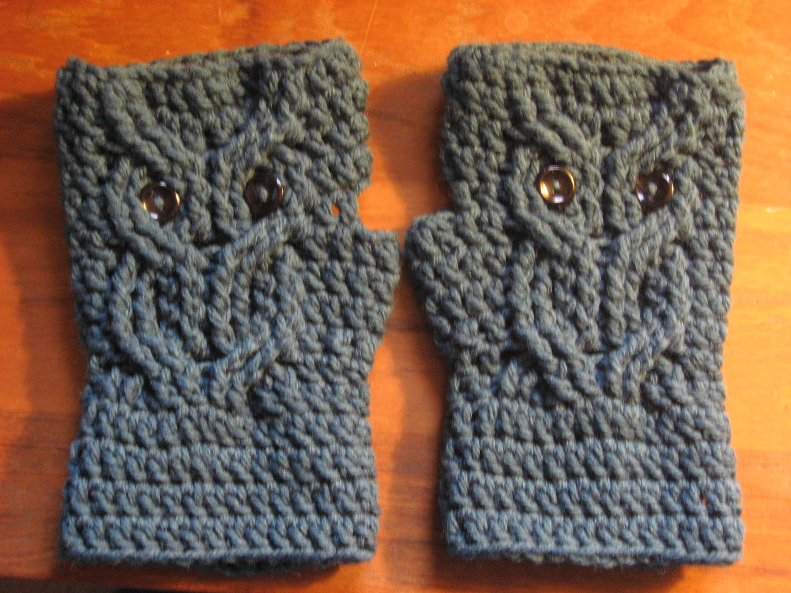 Loops and Ramblings: Owl Fingerless Gloves