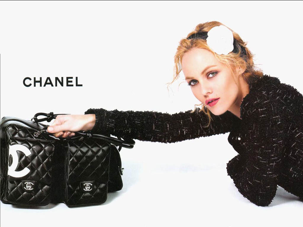 http://3.bp.blogspot.com/_OXZg4kzTBik/TEj5yFywg8I/AAAAAAAAAkE/h1fr3H5bprg/s1600/Vanessa-Paradis-Chanel-chanel-2561066-1024-768.jpg