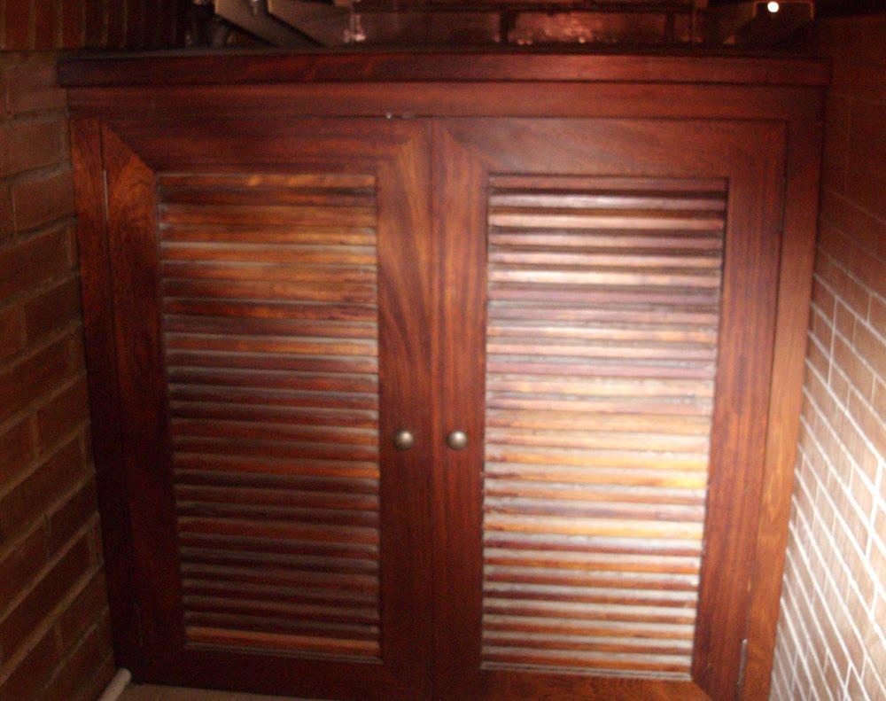 Armario bajo para terraza en madera de iroco muebles for Armarios para terrazas