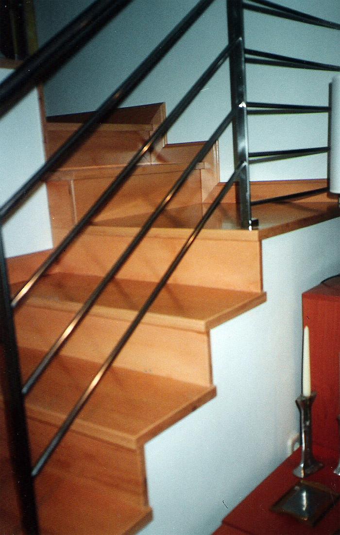 Escalera forrada de madera muebles cansado zaragoza - Muebles en escalera ...