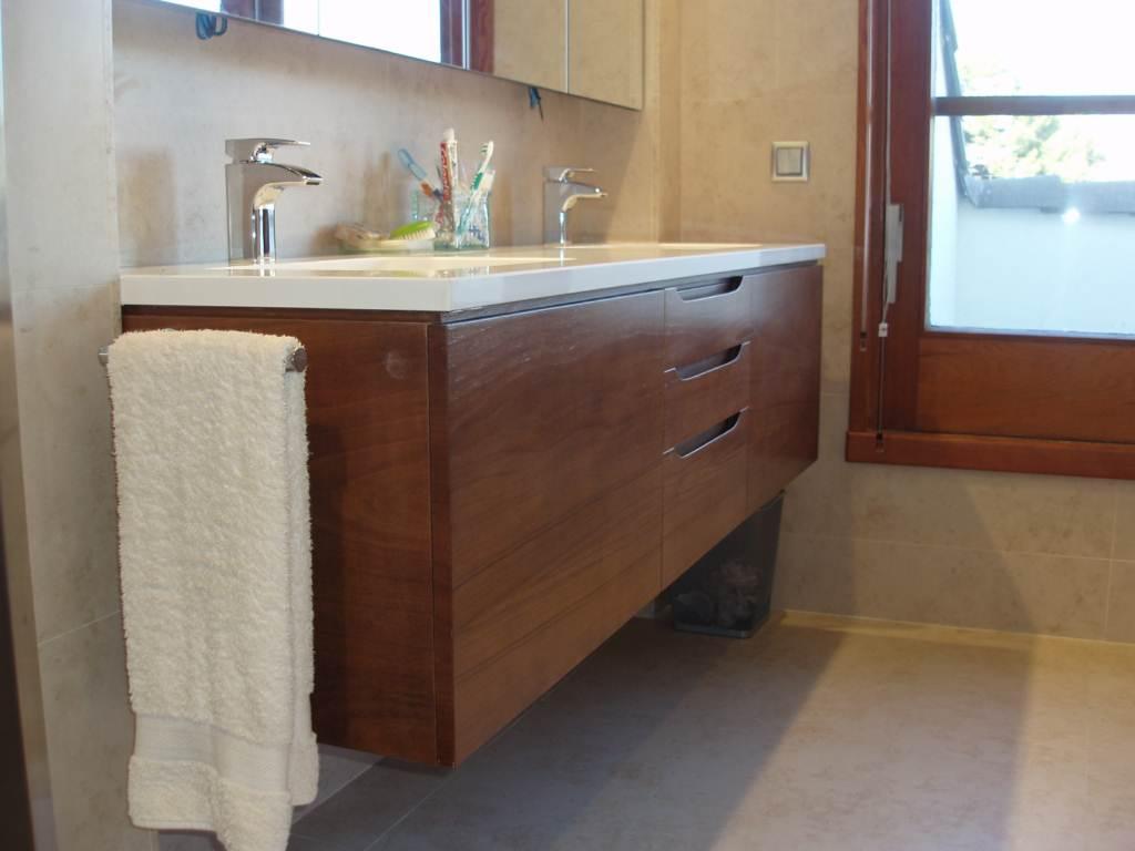 Mueble de ba o y forrado lateral ba era muebles cansado for Muebles de bano zaragoza