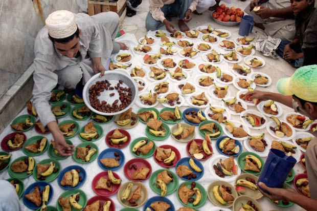 Popular Arabic Eid Al-Fitr Food - RAMADAN_620x412  HD_797581 .jpg