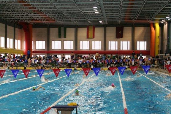 Amigos del club nataci n mijas abril 2010 for Piscina 50 metros cadiz