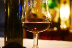 الكحول يتسبب في 1 من 25 حالة وفاة في العالم 1170593_glass_of_wine