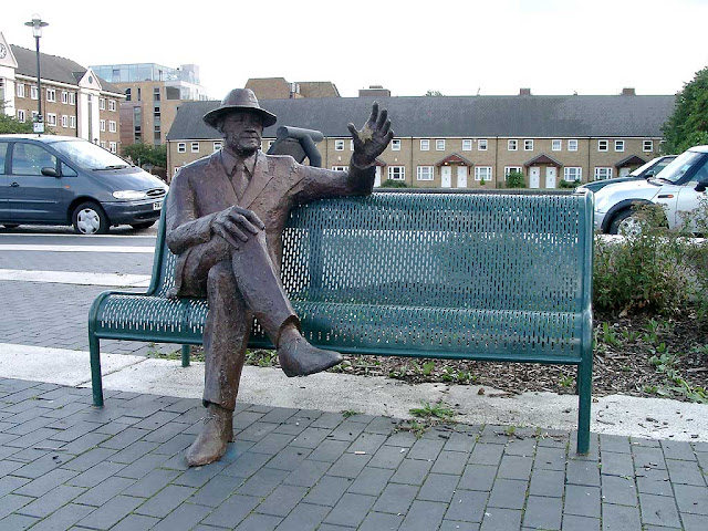 The statue of Alfred Salter by Diane Gorvin, Bermondsey, London