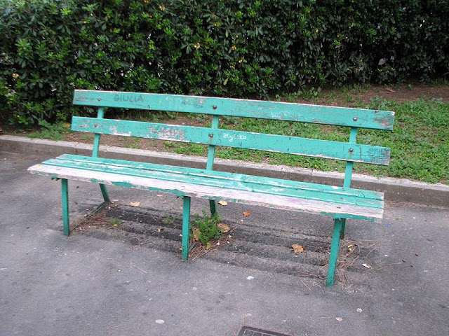 Old green bench, piazza Matteotti, Livorno