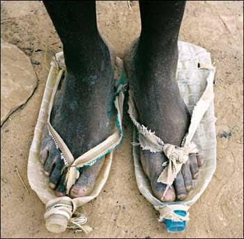 http://3.bp.blogspot.com/_OaXFKtl1IAQ/Ses39LtlUwI/AAAAAAAAAU4/YVRAUENKbmM/s400/ShoesAfricanStyle-786809.jpg
